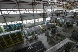 Сборка ПВХ окон на заводе