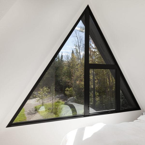 треугольные пластиковые открывающиеся окна
