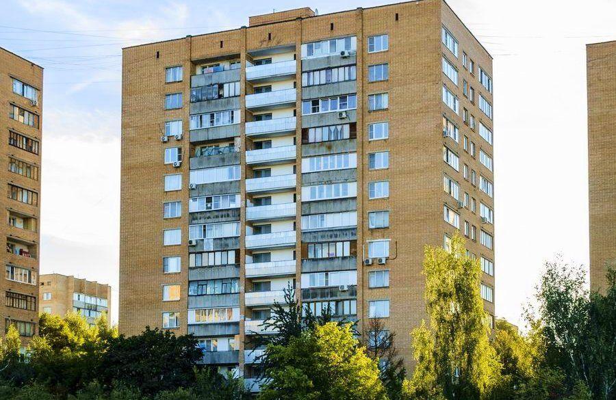 Установка окон в башне Смирновская