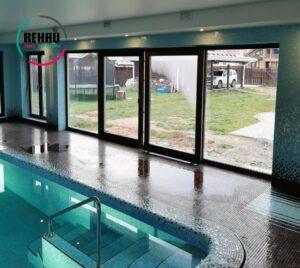 Параллельно-раздвижные двери в бассейн