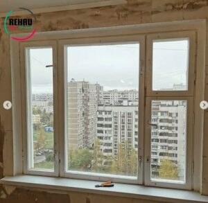 Старое трехстворчатое окно