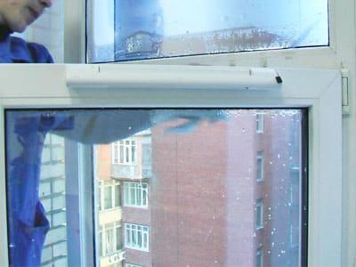 Приточно-вентиляционный клапан на пластиковое окно