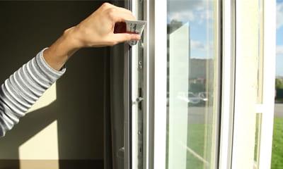 Обслуживание уплотнителя на окне пвх